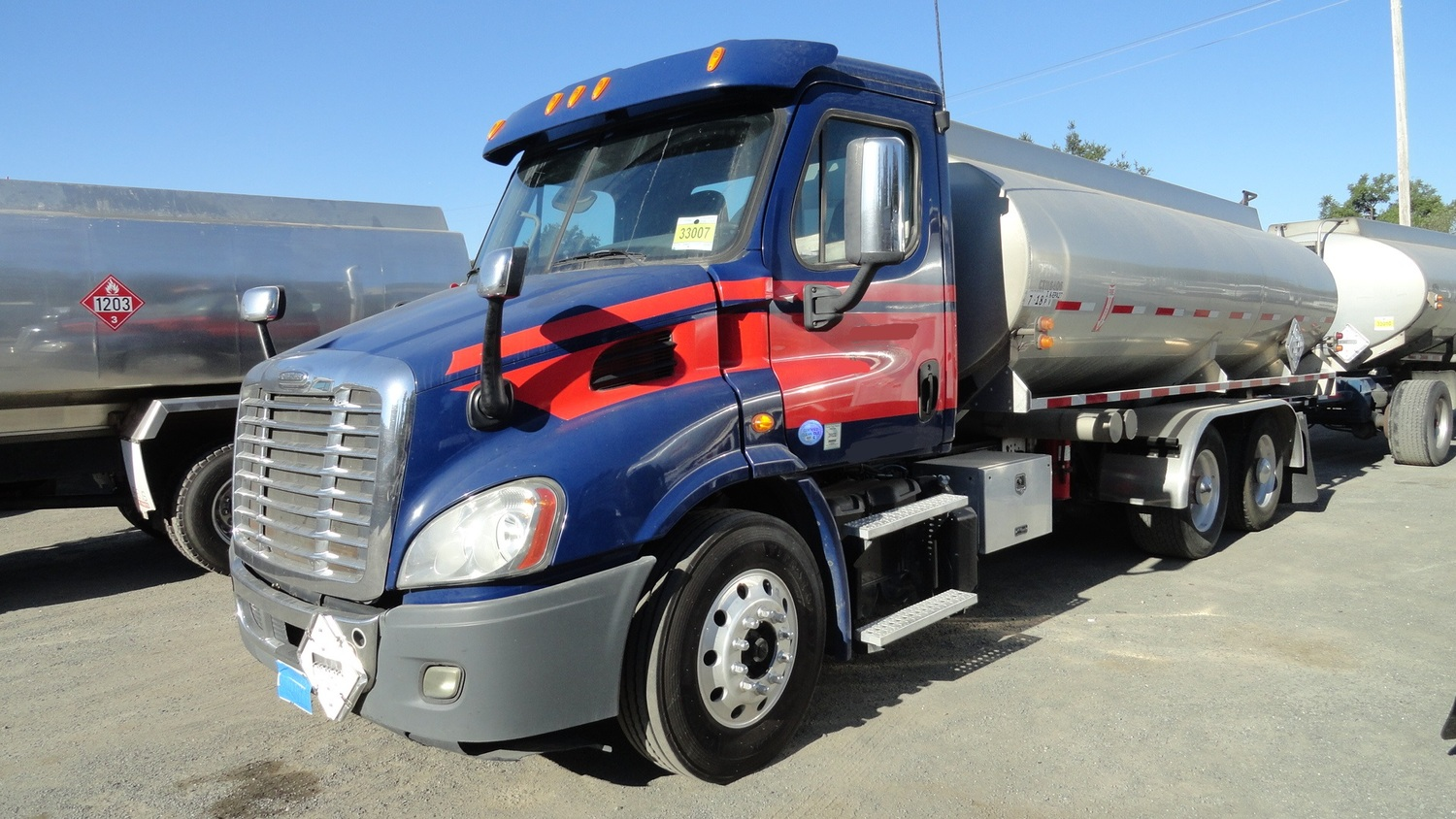 2013 FREIGHTLINER CASCADIA 113 4500 GAL , 1-COMPT  3-AXLE TANK TRUCK