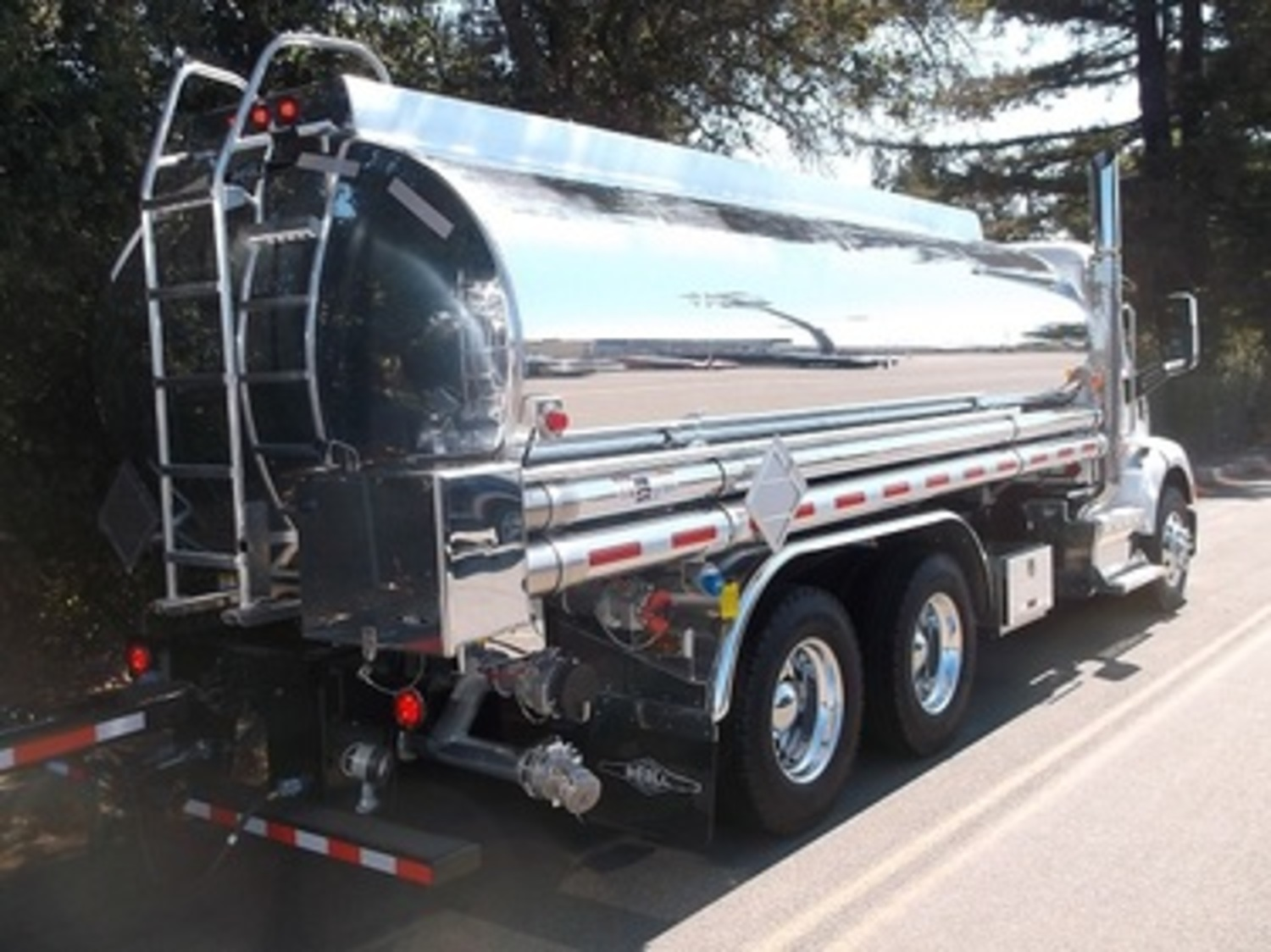 2020 PETERBILT / BEALL 389 4500 GAL  3-AXLE TANK TRUCK AND